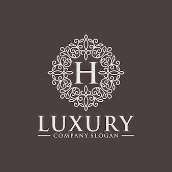 Königliches heraldisches luxuswappen logo design vector template