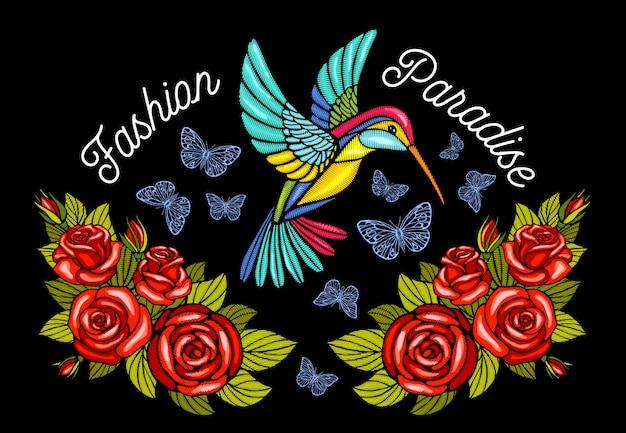 Kolibris schmetterlinge krone rosen stickerei patch mode paradies. kolibri-blumenblattflügel insektenstickerei. hand gezeichnete illustration