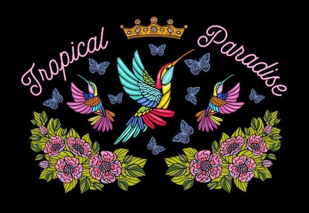 Kolibris schmetterlinge kronenrosen stickerei patch mode tropisches paradies. hand gezeichnete illustration