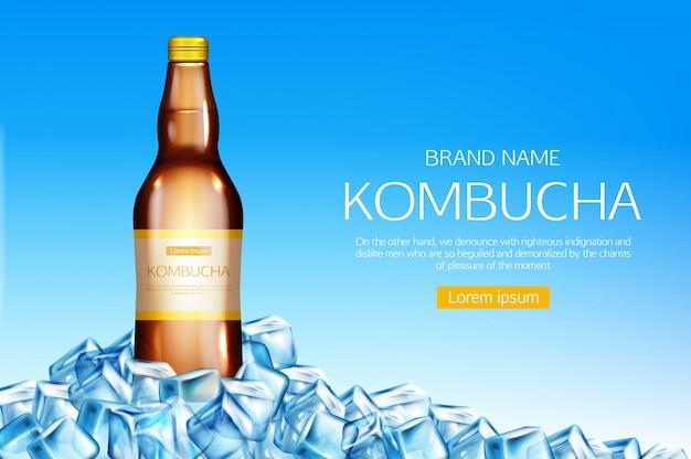 Kombucha-flasche auf eiswürfelhaufenfahne