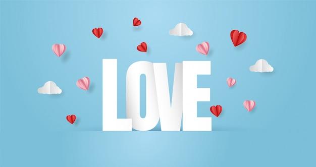 Komposition mit love inschrift und origami herz papierschnitt