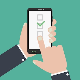 Kontrollkästchen und häkchen auf dem smartphone-bildschirm hand hält telefonfinger berührt den bildschirm