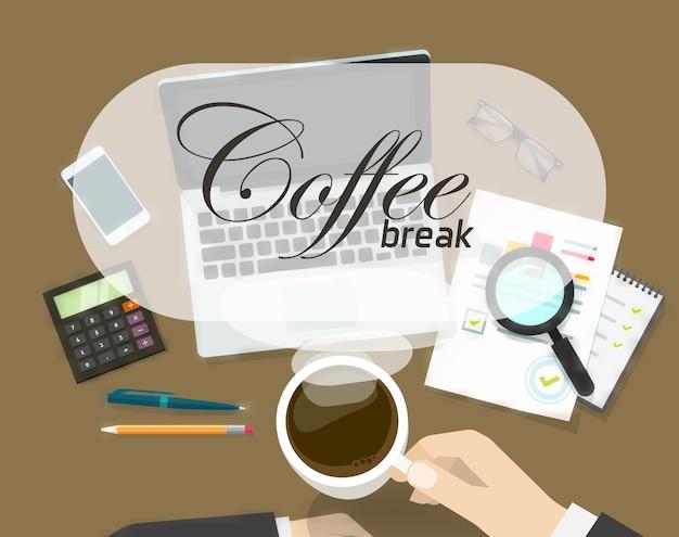 Konzept der kaffeezeit auf büroarbeitsplatz