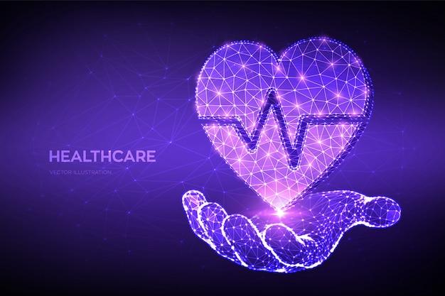 Konzept für gesundheitswesen, medizin und kardiologie. abstraktes niedriges polygonales herz mit herzschlaglinie in der hand.