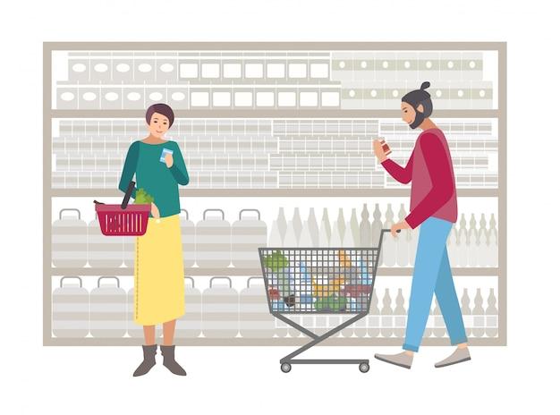 Konzept für supermarkt oder laden. menschen mit einkaufswagen wählen produkte in der nähe des regals. käufer mädchen und mann mit essen, einkäufe. bunte flache illustration.
