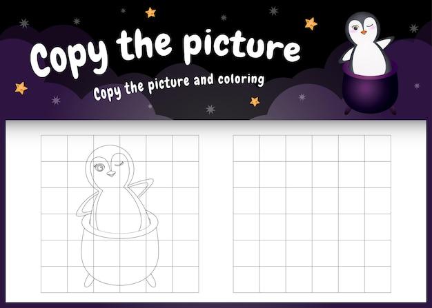 Kopieren sie das bild kinderspiel und die malvorlage mit einem süßen pinguin im halloween-kostüm