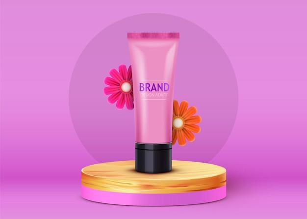 Kosmetikflasche auf kreisförmigem podium auf lila