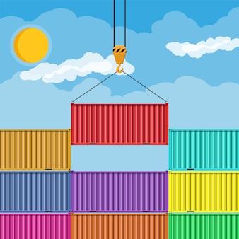 Kranhaken hebt metallfrachtcontainer an.