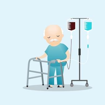 Kranker alter mann, der mit intravenöser tropfenzählerlinie steht