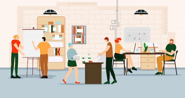 Kreative menschen arbeiten im büro mit computern.