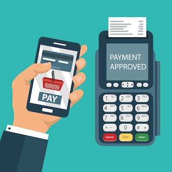 Kreditkarten-terminal bestätigt die zahlung per smartphone