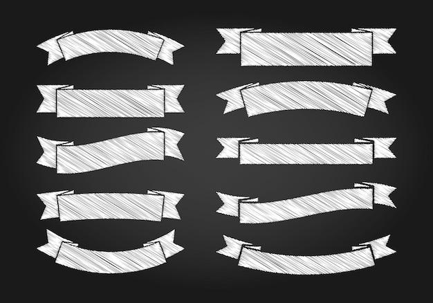 Kreideskizze der weinlesebänder auf dunklem tafelhintergrund.