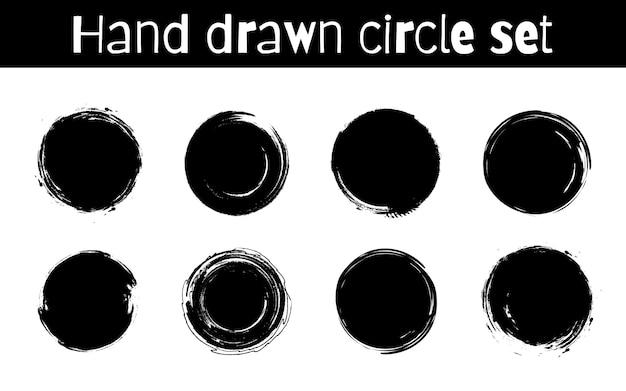 Kreis texturierte hand gezeichnete abstrakte schwarze tintenstriche gesetzt lokalisiert auf weißem hintergrund.