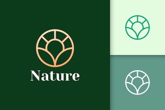Kreisblumenlogo im einfachen und luxuriösen stil für gesundheit und schönheit
