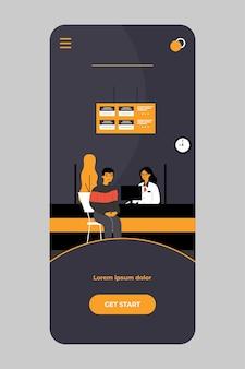 Kunden, die kreditabteilungsleiter im bankbüro auf der mobilen app beraten