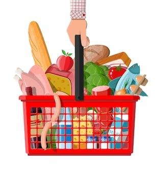 Kunststoff-einkaufskorb mit frischen produkten. lebensmittelgeschäft supermarkt.