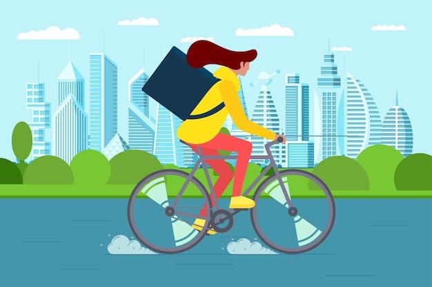 Kurier der jungen frau mit rucksack, der fahrrad fährt und waren- und lebensmittelpaket auf moderner stadtstraße trägt. schneller öko-lieferservice für frauen beim radfahren. eps-vektorillustration