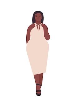 Kurvige junge frau flache vektor-illustration. pralle afroamerikanische mädchen-cartoon-figur mit weißem abendkleid. körperpositiv, plus-size-model-auftritt. frau getrennt auf weißem hintergrund.