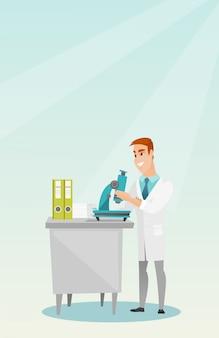 Laborantin mit einem mikroskop.