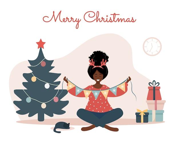 Lächelnde frau, die weihnachtsbaum verziert