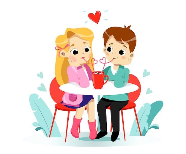 Lächelnde glückliche karikaturvorschuljungen- und -mädchenkinder, die kakao mit marshmallow trinkend genießen. zeichentrickfiguren für kinder. flacher stil