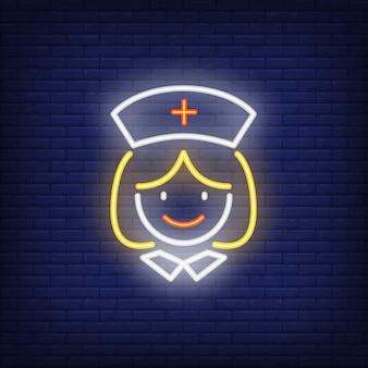Lächelnde krankenhauskrankenschwesterleuchtreklame