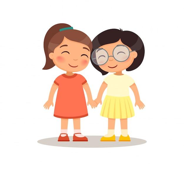 Lächelnde mädchenkinder, die hände halten. freundschaftskonzept. zeichentrickfiguren für kinder.