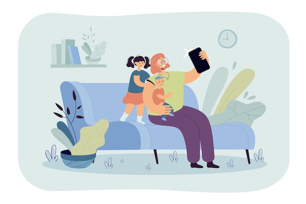 Lächelnde mutter, die selfie mit kindern am telefon flache illustration nimmt. karikaturillustration