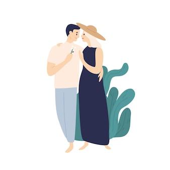 Lächelnde paare, die zusammen an der flachen illustration des sommerstraßenvektors gehen. glücklicher junger mann und elegante frau, die liebe und zärtlichkeit lokalisiert auf weiß fühlen. cartoon-paar-leute umarmen.