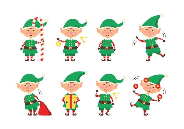 Lächelnder elf, der geschenke packt.