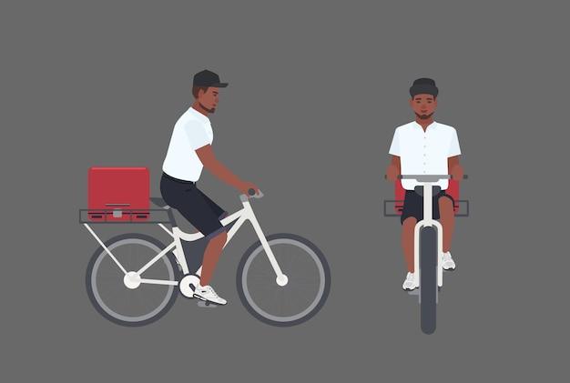 Lächelnder lieferbote, der fahrrad reitet.