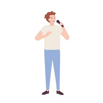 Lächelnder mannsänger, der jeans und t-shirt trägt und im mikrofon singt