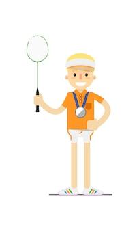 Lächelnder tennisspieler mit schläger