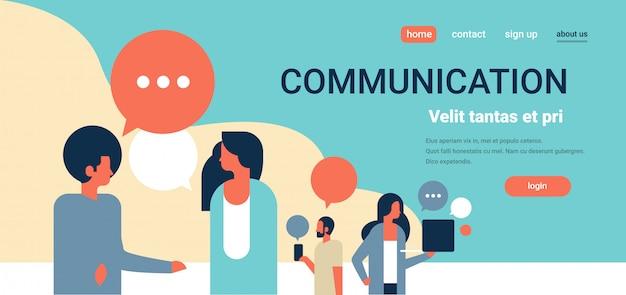 Landing page oder web template mit illustration, kommunikation und social media thema