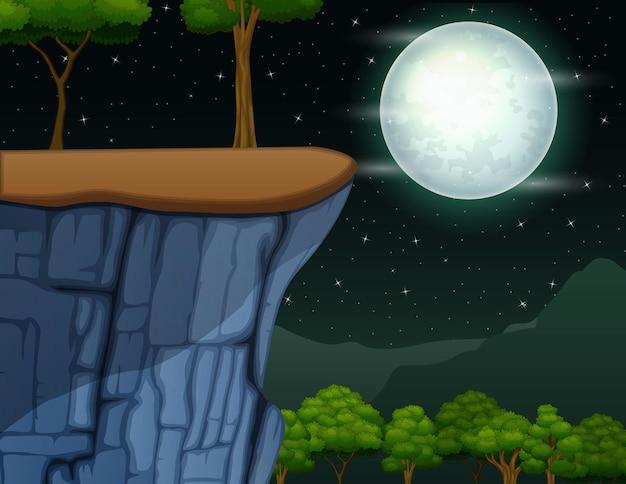 Landschaft der klippe auf dem berg in der vollmondnacht