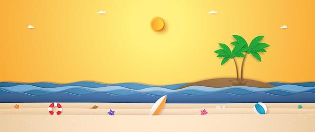 Landschaft von kokospalmen auf der insel und sommerzeug am strand mit strahlender sonne für die sommerzeit