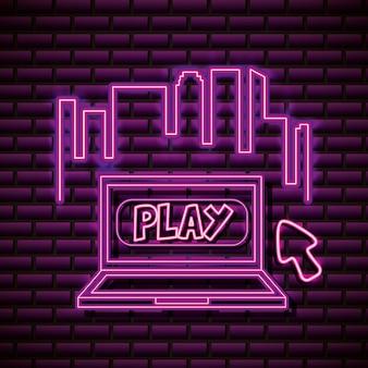 Laptop und skyline im neon-stil, videospiele im zusammenhang