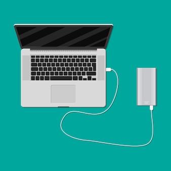 Laptop wird von der powerbank aufgeladen
