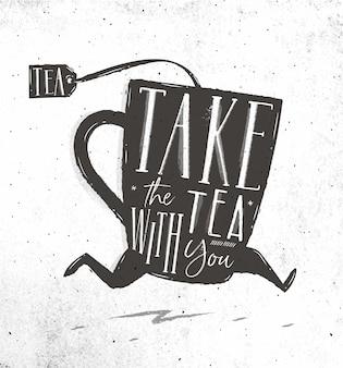 Laufende tasse tee in der weinleseartbeschriftung nehmen tee mit ihnen, das auf schmutziges papier zeichnet