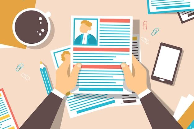 Lebenslauf am schreibtisch auf der suche nach einem perfekten kandidaten Premium Vektoren