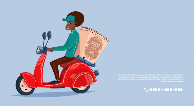 Lebensmittel-lieferservice-afroamerikaner-kurier boy riding motor bike delivering grocery