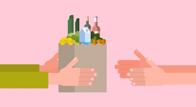Lebensmittelgeschäft-zustelldienst mit der hand, die voll papiertüte lebensmittel gibt