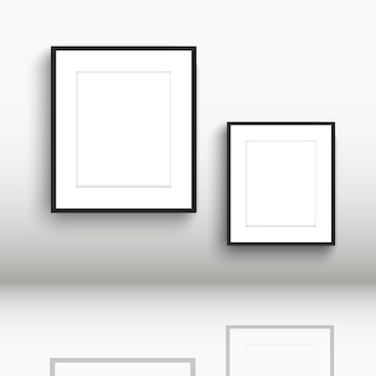 Leere bilderrahmen mit reflexionen im boden