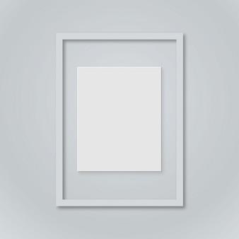 Leere bilderrahmen vorlage gesetzt isoliert auf wand