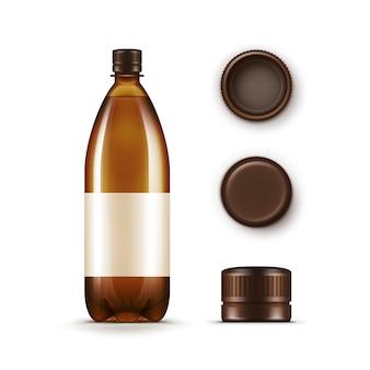 Leere braune plastikflasche mit satz von kappen auf weißem hintergrund