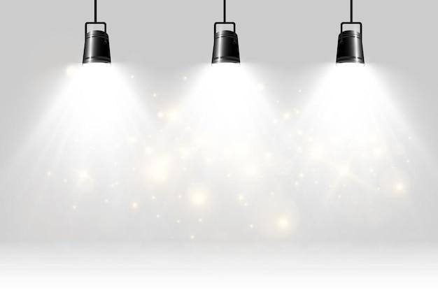 Leere bühne mit scheinwerfern beleuchtungsgeräte