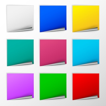 Leere bunte quadratische aufkleber mit lockensätzen