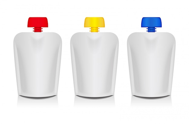 Leere flexible beutel mit farbigen deckeln zum verpacken von lebensmitteln oder getränken, babypüree, joghurt, ketchup und mayonnaise
