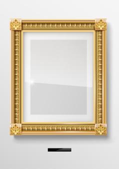 Leere klassische porträtmalerei im goldrahmen