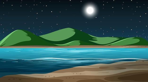 Leere naturlandschaft in der nachtszene mit berghintergrund